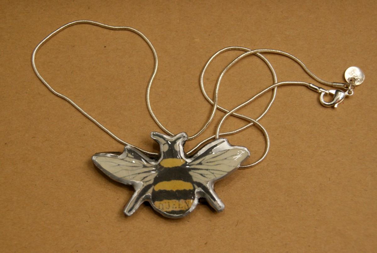 EllyMental Jewellery Bee Necklace