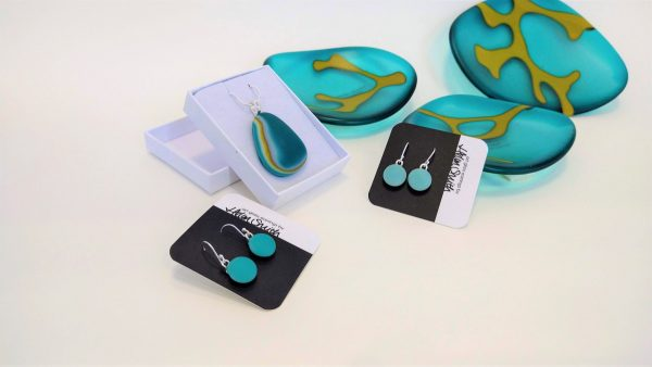 Helen Smith fused glass dishes and jewellery in aqua with seaweed motifs